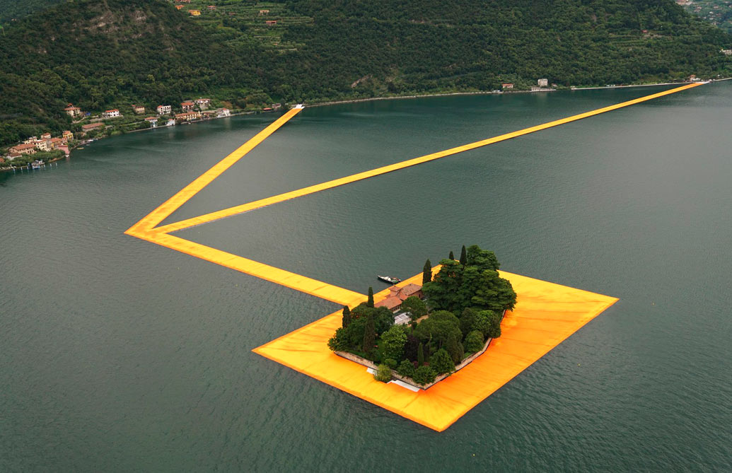 """FLOATING PIERS"" ©Photo: CHRISTO"