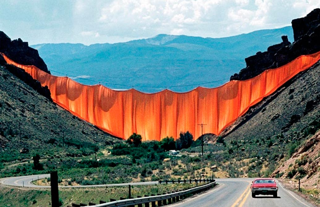 """VALLEY CURTAIN"" ©Photo: CHRISTO"