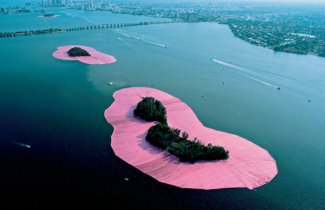 """SURROUNDED ISLANDS"" ©Photo: CHRISTO"